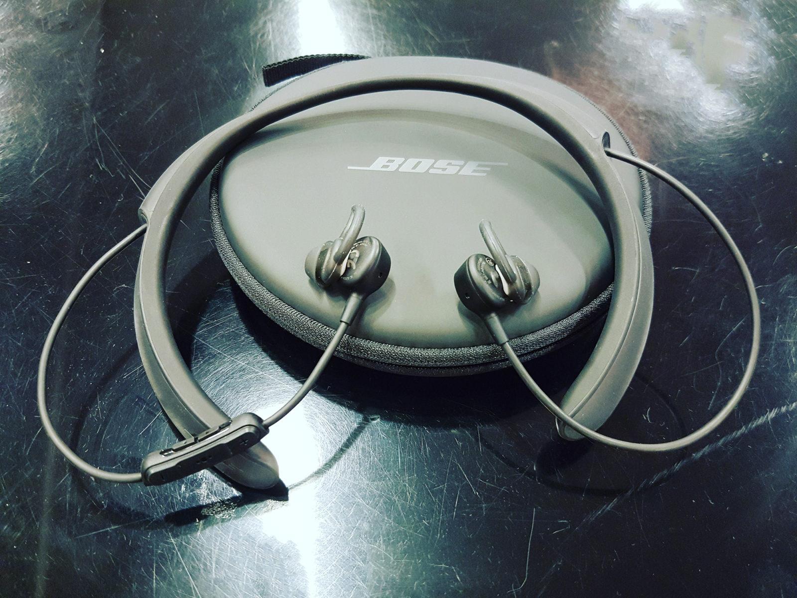 nomadic paki, Bose noise cancelling earphones
